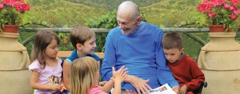 Swami Kriyananda con niños